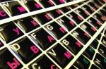 Силиконовые наклейки  на клавиатуру чёрный фон розовые/белые б